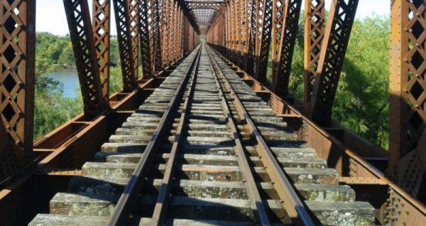 puente 25 de Agosto - chica